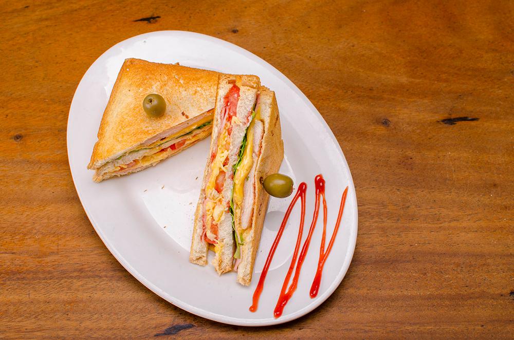 Sandwich de pechuga de pollo